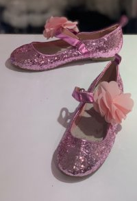 #12388 size: 5-9yrs Glitter deep pink with flower shoes