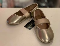 #12161 size:: 5-8yrs gold shoes
