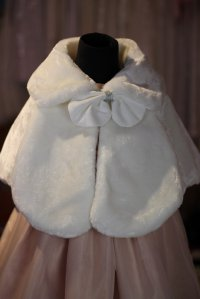 #5067 size:S/M/L(Suggest for 1-4/5-8/9-11yrs)White pattern cape – for winter
